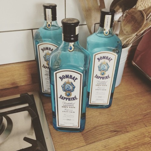 I think we have plenty of gin now!! #bombaysapphire #ginandtonic @rachychew