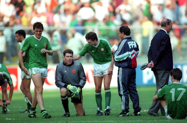Packie Bonner and David O'Leary before the penalty shootout in Genoa