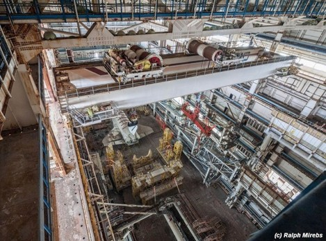 near-the-top-of-this-photo-are-beams-attached-with-cranes-that-could-lift-up-to-400-tons