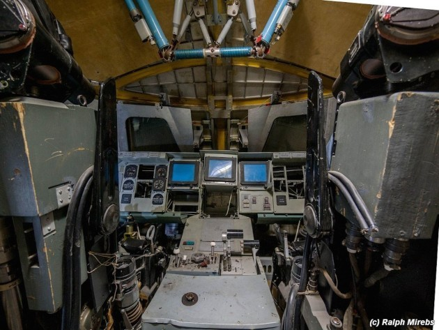 heres-a-peek-at-the-inside-of-one-of-the-cockpits-designed-for-pilots-who-never-flew-it