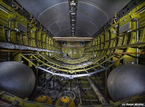 mirebs-had-to-light-up-the-inside-of-the-back-of-the-shuttle-to-take-this-amazing-shot-this-interior-is-remarkably-similar-to-the-interior-of-nasas-space-shuttles