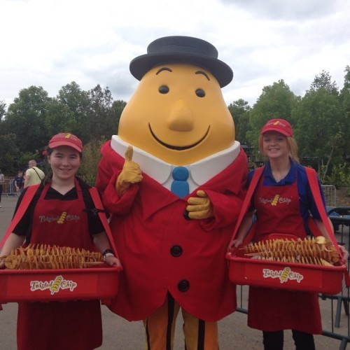 The girls from the twisted chip out with the boss! #TwistedChip #TaytoPark