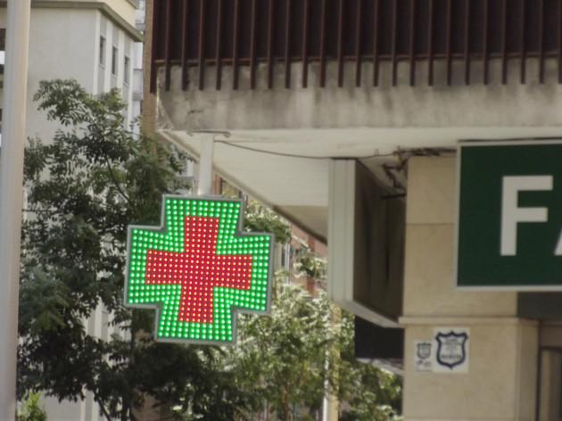 Farmacia Cabezas - Calle Alhamar, Granada - green cross