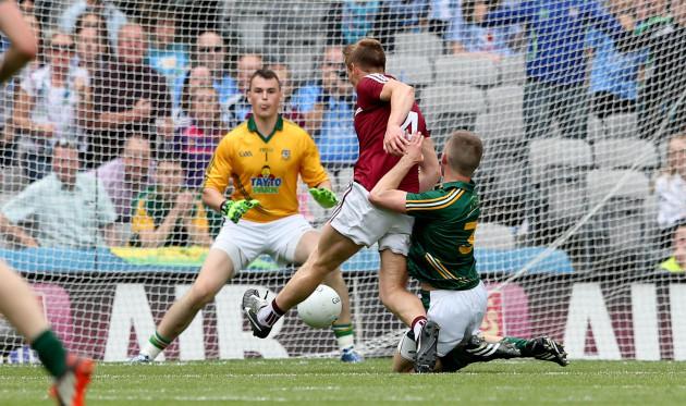 John Heslin scores a late goal despite Conor McGill and goalkeeper Patrick OÕRourke