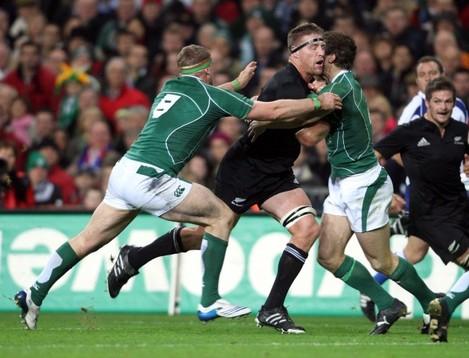 Jamie Heaslip and Tommy Bowe tackle Brad Thorn