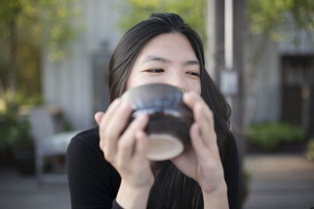meet-kathy-yl-chan-a-new-yorker-by-way-of-hawaii-who-has-been-drinking-matcha-for-as-long-as-she-can-remember-shes-a-tea-writer-importer-and-all-around-expert