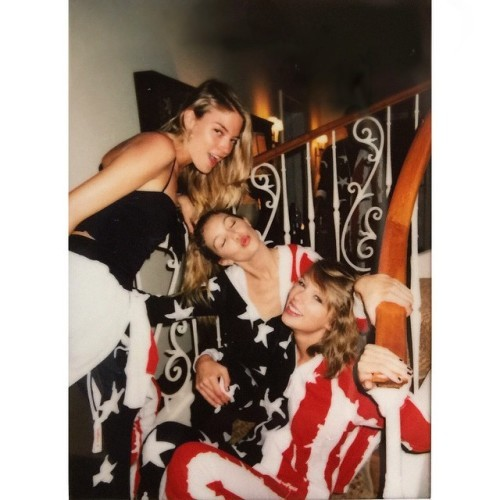 577a18c89 22 Instagrams from Taylor Swift's 4th of July party to completely ...