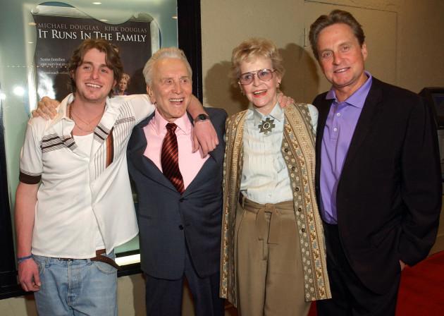 Kirk Douglas, Diana Douglas, Michael Douglas, Cameron Douglas