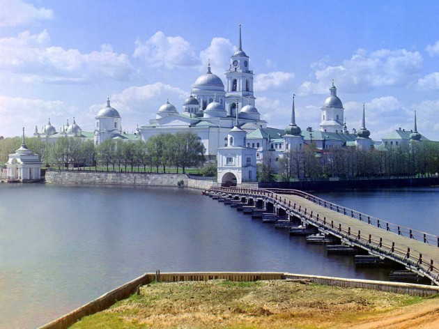 located-on-stolobnyi-island-in-lake-seliger-russia-the-monastery-of-st-nil-was-first-built-around-1528-and-turned-into-one-of-the-largest-and-wealthiest-monasteries-in-the-russian-empire-during-the-