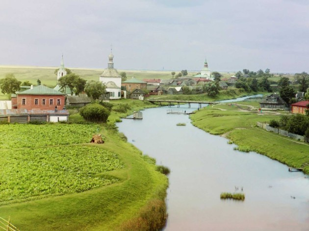the-ancient-town-of-suzdal-located-on-the-kamenka-river-north-of-moscow-once-stood-as-a-crucial-principality-but-its-power-declined-when-moscow-rose-to-prominence-in-central-european-russia-this-pho