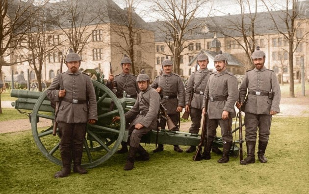 here-a-german-field-artillery-crew-poses-with-its-gun-at-the-start-of-the-war-in-1914