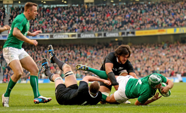 Rory Best scores his sides second try