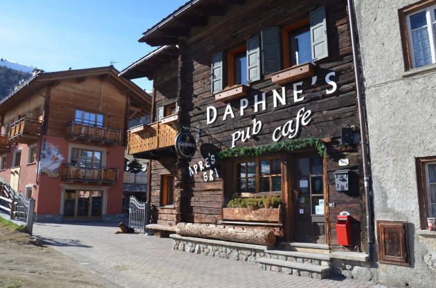 gallery-daphnes-pub-livigno-552facd386315_big