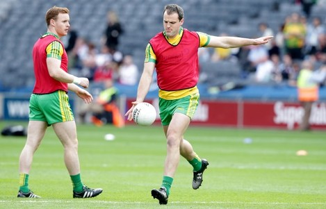 Michael Murphy warms up with the team