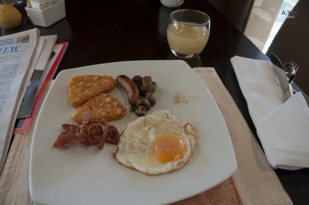 Breakfast at the Shangri-la