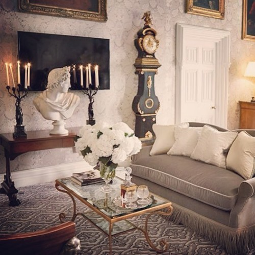 Relax into one of our staterooms, perfectly designed as your home away from home. #LHW #luxuryhotel #luxurytravel #hotel #castle #irishcastle #ashfordcastle #ashfordestate #cong #ireland #LeadingHotel #fivestar #stateroom #bedroom #beourguest #sofa #grandfatherclock #comfort #relax