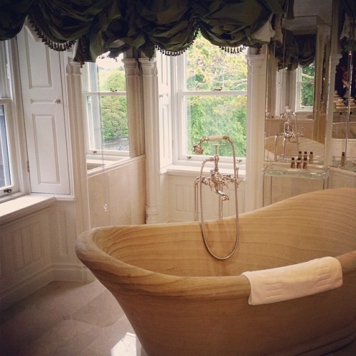 Tub with a view @ashfordcastle #luxurytravel #bathtub #view #RCHotels