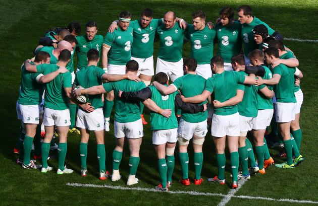 Ireland team huddle before the game