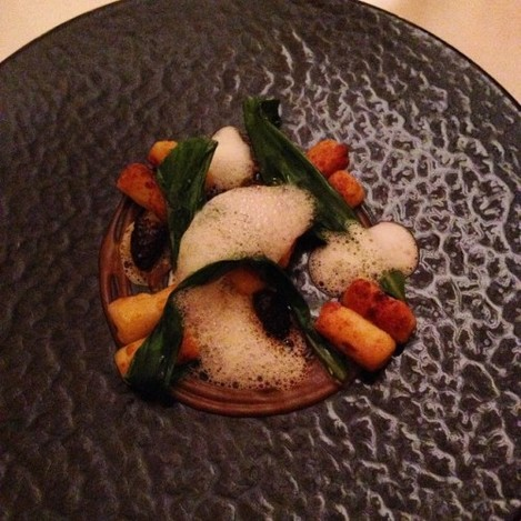 The most interesting, and delicious dinner I'v ever had (as a vegetarian or not). Wild garlic gnocchi with parmesan foam (yes foam) and cep cream, L'Ecrivain Restaurant. #wildgarlic #gnocchi #parmesan #foam #parmesanfoam #vegetarian #michelinstar #michelinstarvegetarian #vegetarianmenu #lecrivain #foodie #art #dublin #baggotstreet