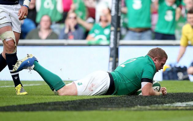 Sean Cronin scores a try