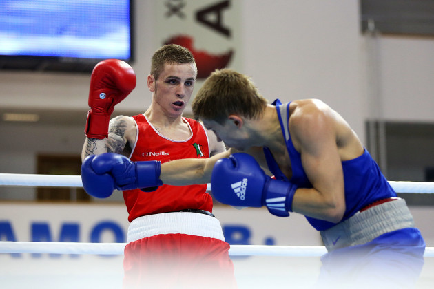 Dean Walsh in action against Vitaly Dunaytsev