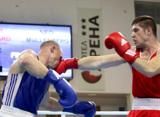 Joe Ward in action against Peter Mullenberg