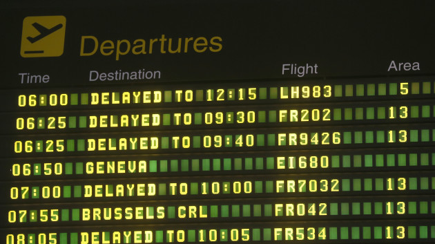 27/12/2013. Weather causes travel delays