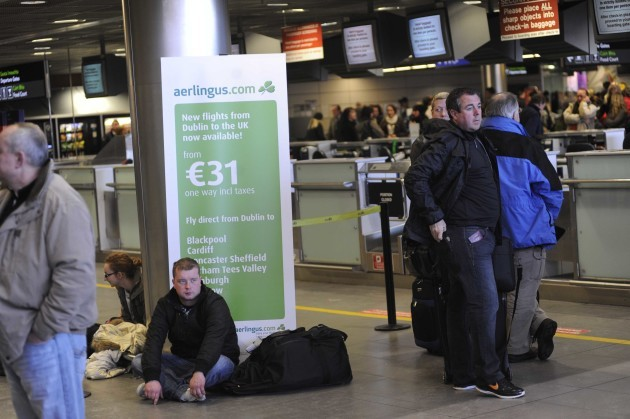 22/12/2010 Dublin Airport scenes. Passengers are w