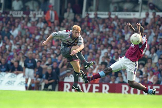 Soccer - FA Carling Premiership - Aston Villa v Manchester United - Villa Park