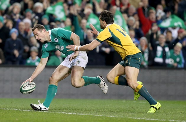 Tommy Bowe scores a try despite Adam Ashley-Cooper