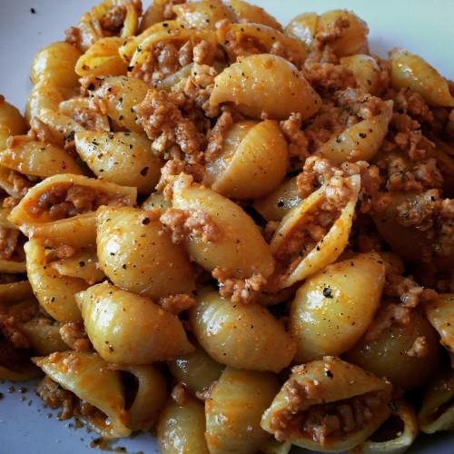 Conchiglie pasta with lean turkey in a tomato & mask-a-pony (mascarpone) sauce