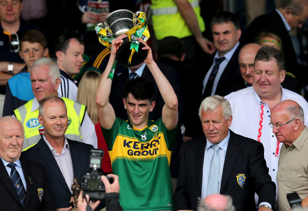 Mark O'Connor lifts the trophy