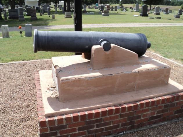 Civil war Cannon in Hillside Cemetery