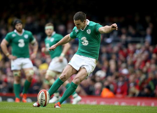 Jonathan Sexton kicks