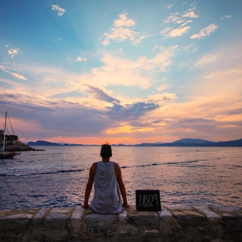 24 829km // Hydra // Greece This has to be one of the most impressive sunsets we have seen. Watching the sailing boats come into the harbor for the night, with that backdrop, was unforgettable. Follow our story )) link to blog in profile. #HFFH_travels