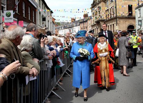 Queen visits Wales
