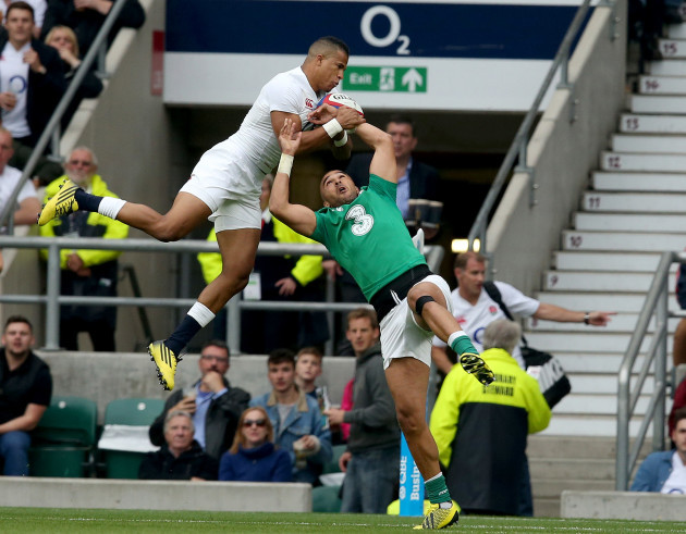 Anthony Watson out jumps Simon Zebo to score a try