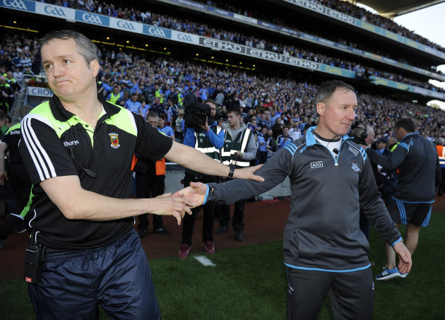 Noel Connolly and Jim Gavin shake hands at the end of the game
