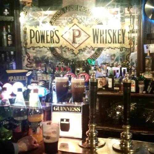 Cheers! #Dublin #pub #whiskey #guinnes #leuk met @e_2xm_a