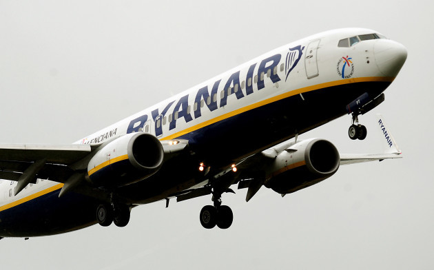 Ryanair predicts profit boost