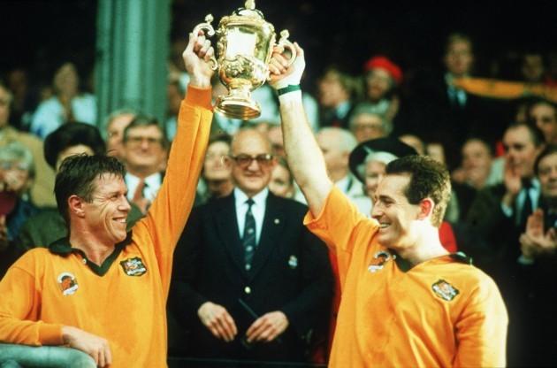 Nick Farr-Jones and David Campese lift the Webb Ellis trophy