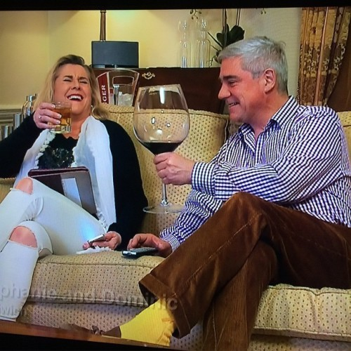 @donmarie90 @hayleeeylouisee look at the size of that!! #wine#glass#gogglebox#poshcouple#domandsteph