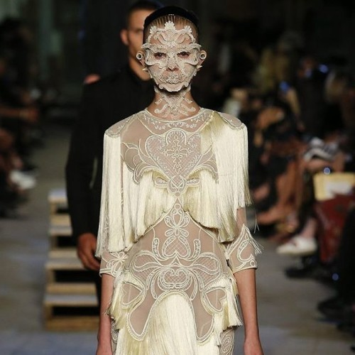 @givenchyofficial's face jewellery is back alright! #ss16 #givenchy #nyfw