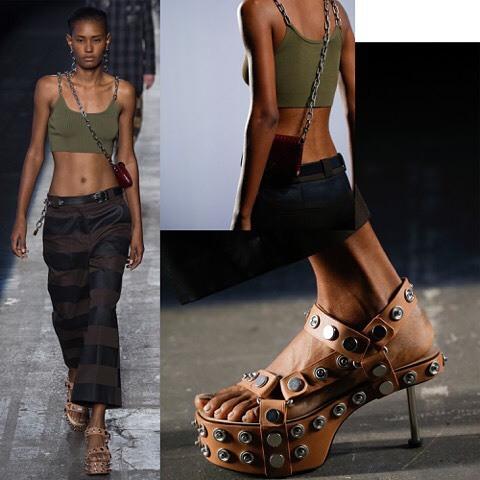 #AlexanderWang #NYFW : #MAMEY @jamellita Gente a parte de sus diseños #cool e inspirados en la calle. Uno de los fuertes del diseñador son los accesorios que en cada temporada se sale de los esquemas. Miren esos zapatos que lleva #ysaunnybrito