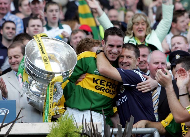Declan O'Sullivan hugs manager Jack O'Connor 17/9/2006