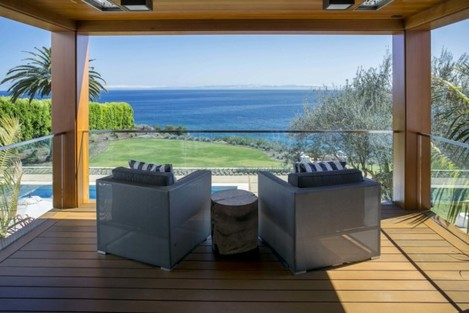the-masters-glass-enclosed-sitting-area-makes-the-most-of-the-propertys-picturesque-views