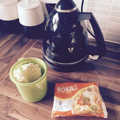 So bad but soooo good!! 8 syns I believe. #sorrynotsorry #sw #swuk #swpregnancy #diet #koka #kokanoodles #weightwatchers #slimmingworld #swsnack #octoberbaby
