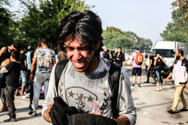 Clashes between refugees and the hungarian police - Serbia Hunga