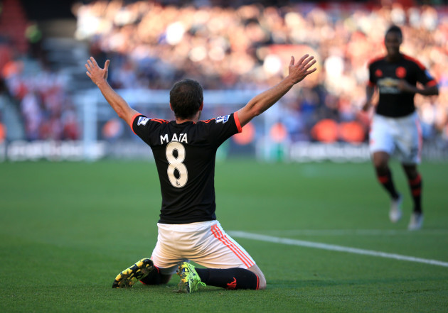 Soccer - Barclays Premier League - Southampton v Manchester United - St Mary's