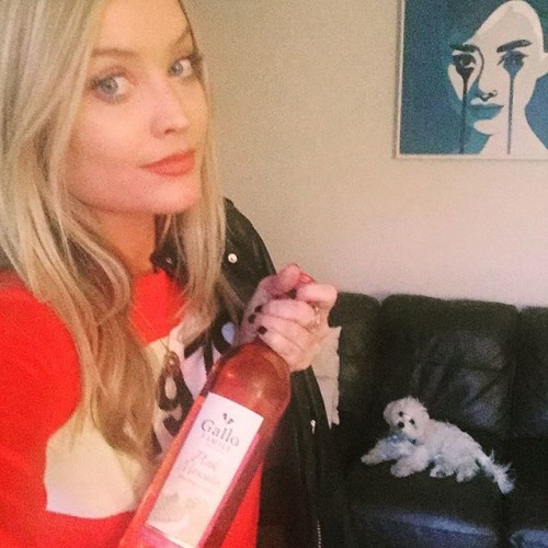 Girls night out AND Mick in tow, helped by a chilled bottle of my favourite drink of the season - can't wait! #SpritzYourSummer www.facebook.com/GalloFamilyVineyardsUK